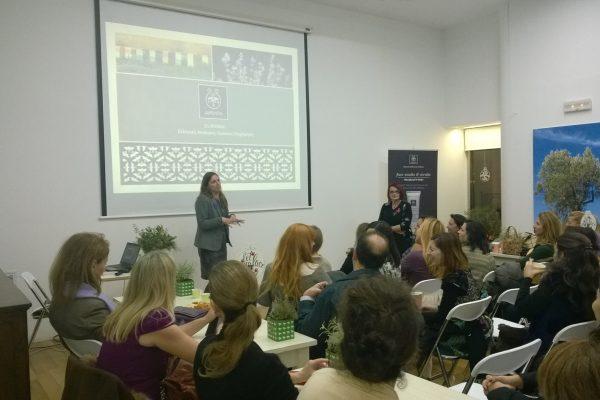 Danae Bezantakou addresses Niki Koutsiana who will talk about well-being